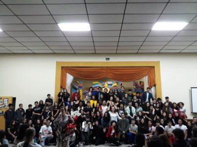 Apresentação do Projeto Musical feito pelos alunos do Ensino Médio e 9 ano A
