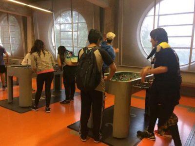 Intercâmbistas visitando o Museu do Futebol